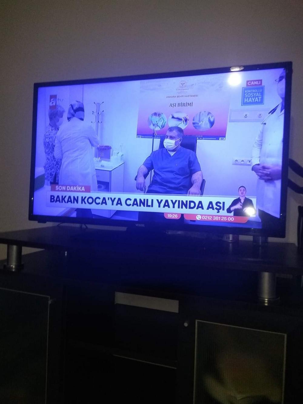 Sağlık Bakanı Fahrettin Koca covid 19 aşısı yaptırdı