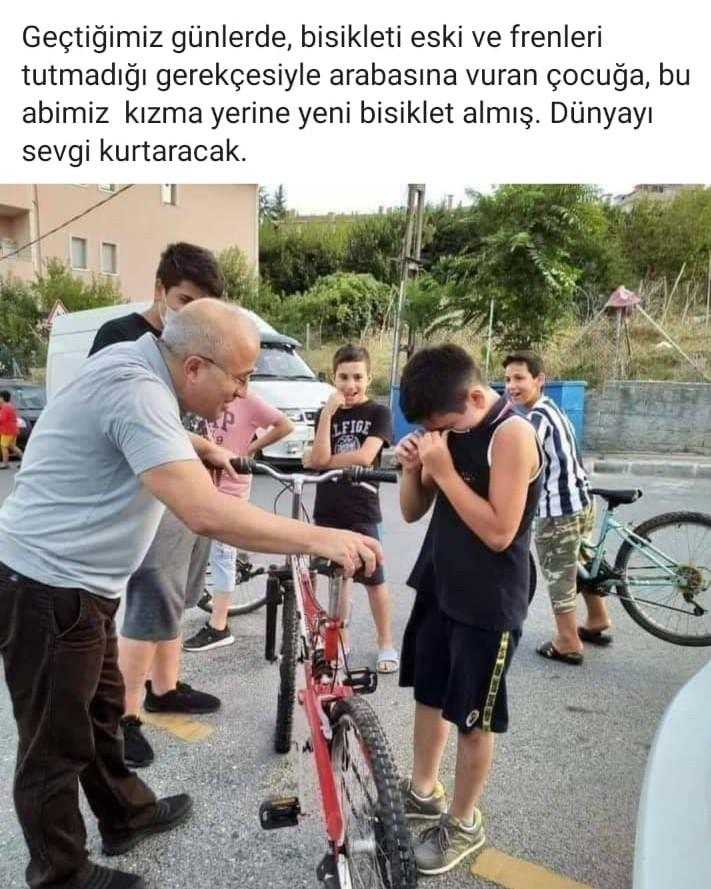 Arabasına bisikleti ile çarpan çocuğa yeni bisiklet hediye etti