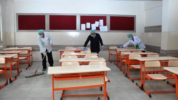 Dumlupınar İlkokulunda yüksek ateş belirtisi gösteren 1 öğretmen ve 1 öğrenci tedavi altına alındı